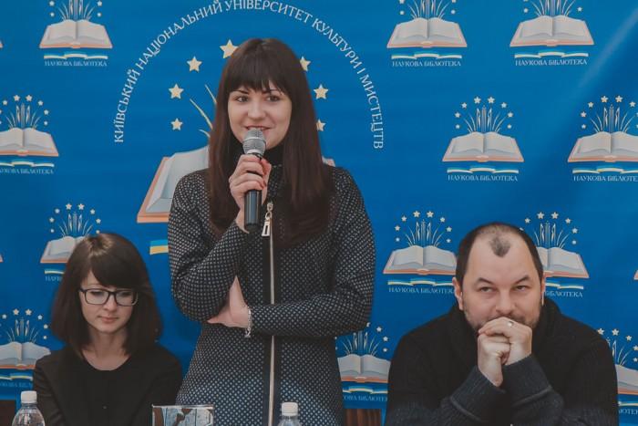Алла Миколаєнко – поетеса, журналіст, член Національної спілки письменників України, лауреат літературних премій «Смолоскип», «Благовіст».